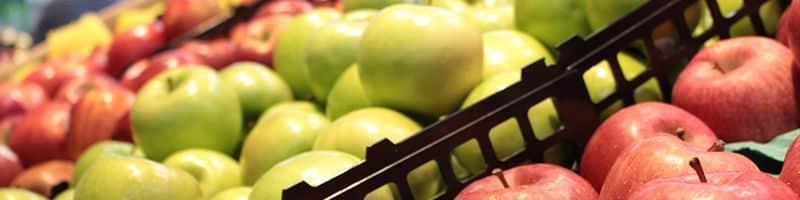 punto de venta de frutas con altos contrastes de colores